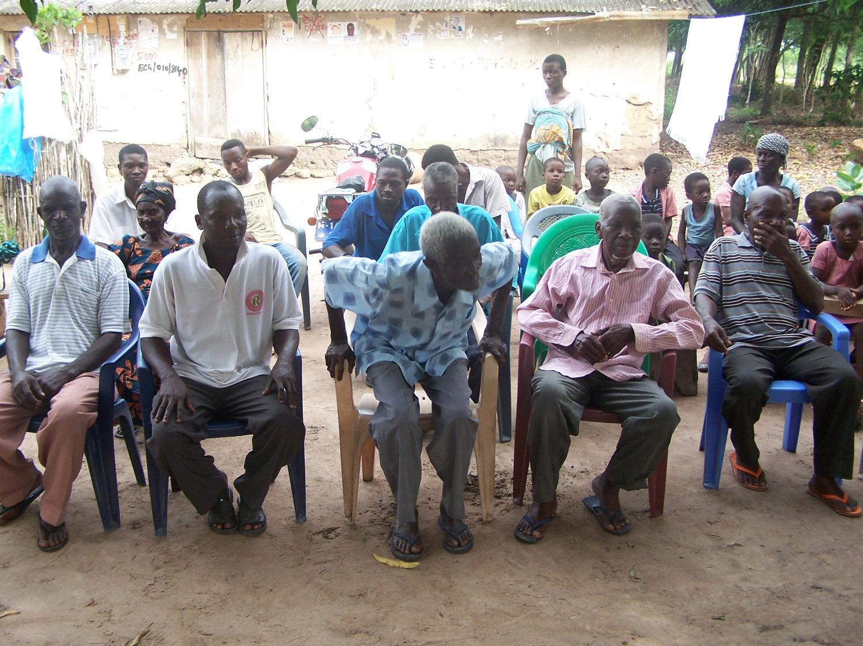 Die Vertreter der Dorfbewohner stellen sich vor
